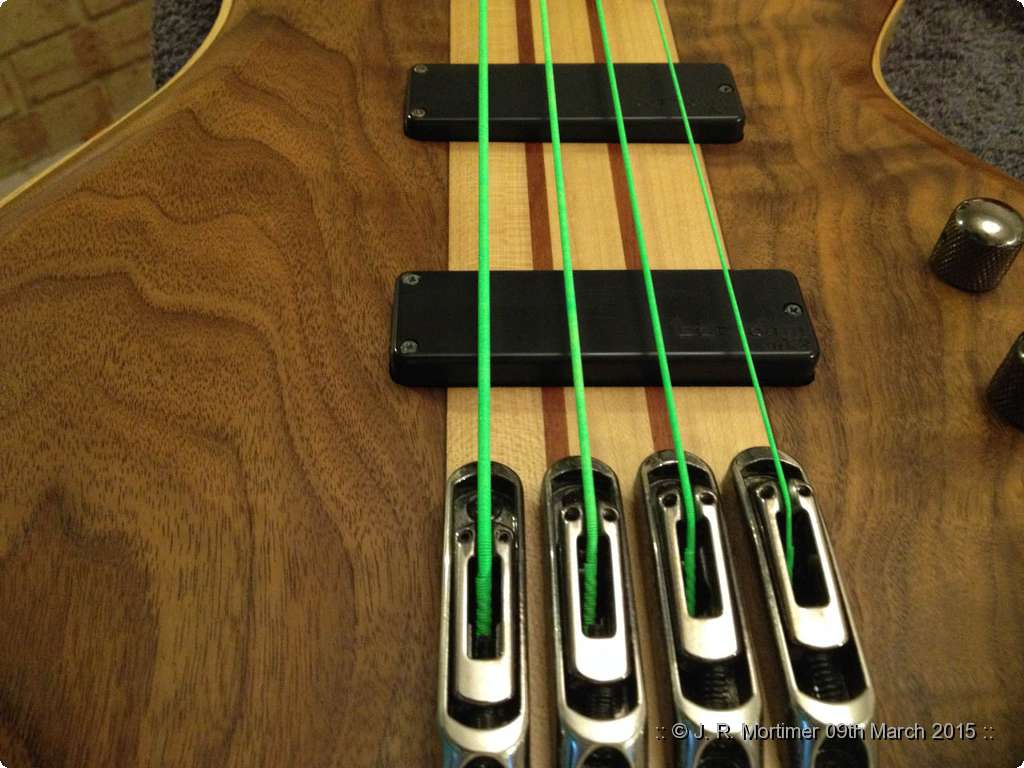 http://neophytte.mine.nu/photo/2015-03-09_bass_restring/images/bass_restring-025.jpg
